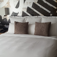 King-size bed in the Renaissance Tower Hotel***** in Zurich