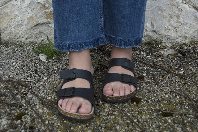Details: Björndal sandals and fringed Lee jeans