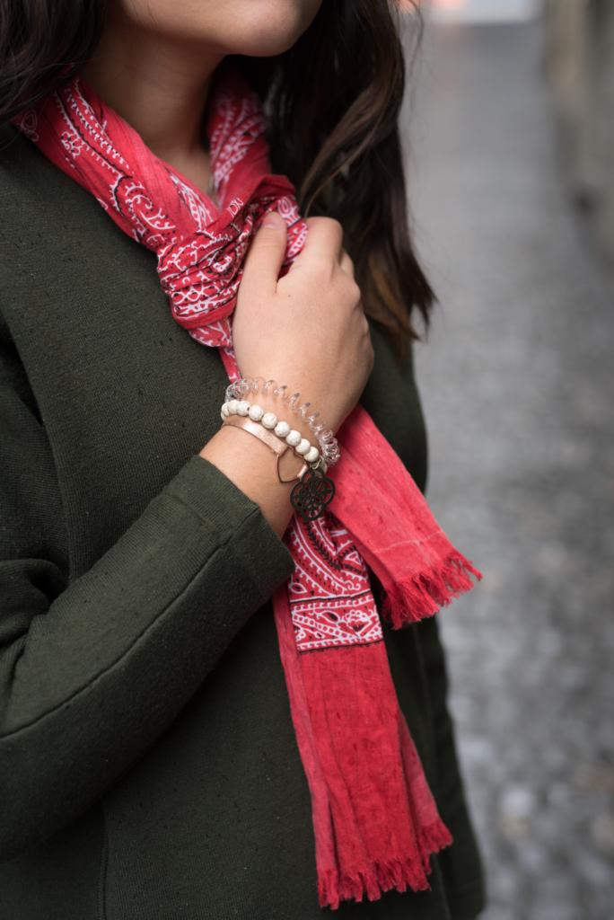 Details: red bandana scarf, invisibobble ring, Manidou pearl bracelet and TodayDesigner heart bracelet