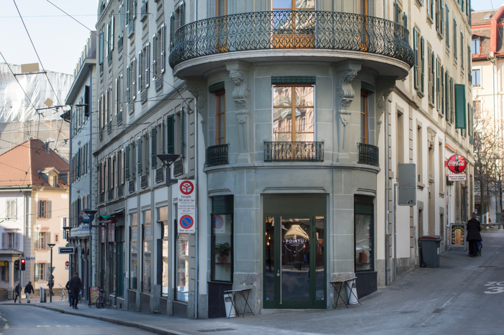Le Pointu café in Lausanne, from the outside