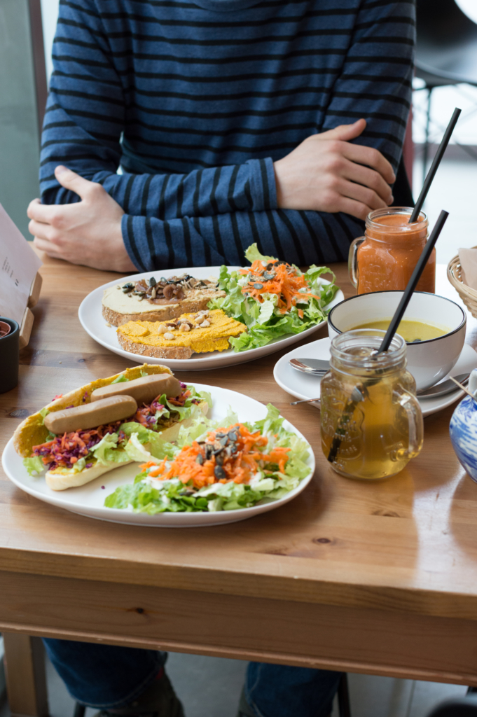 Lunch at the Végé Café: vegan hot-dog, garnished toasts, soup, homemade iced tea and juice