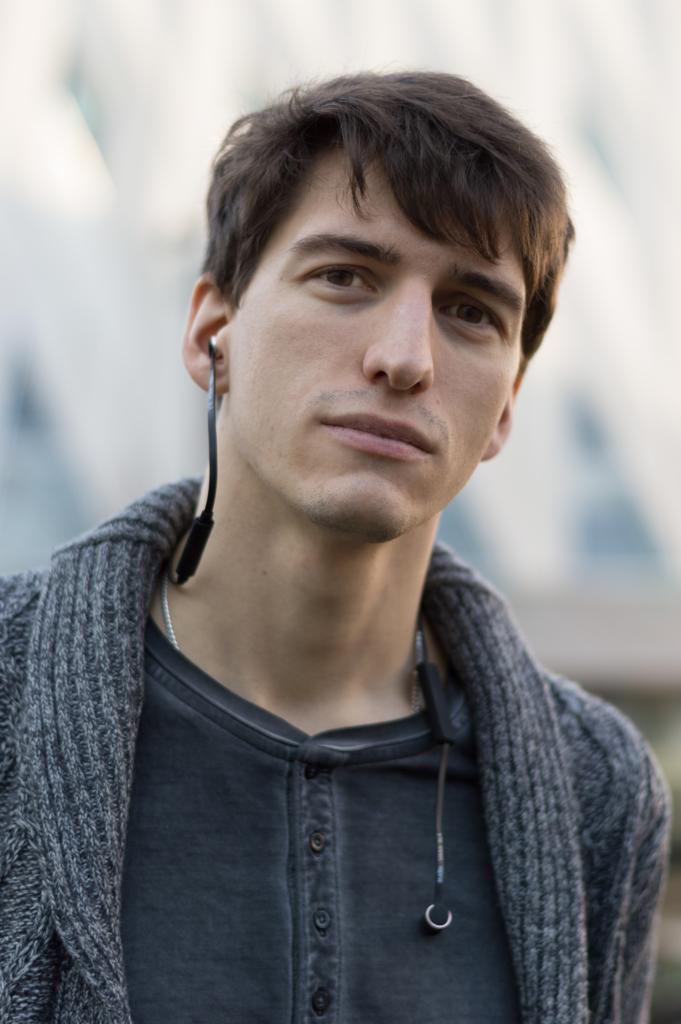 Portrait of Nicolas wearing the VASA BLÅ earphones by Sudio Sweden