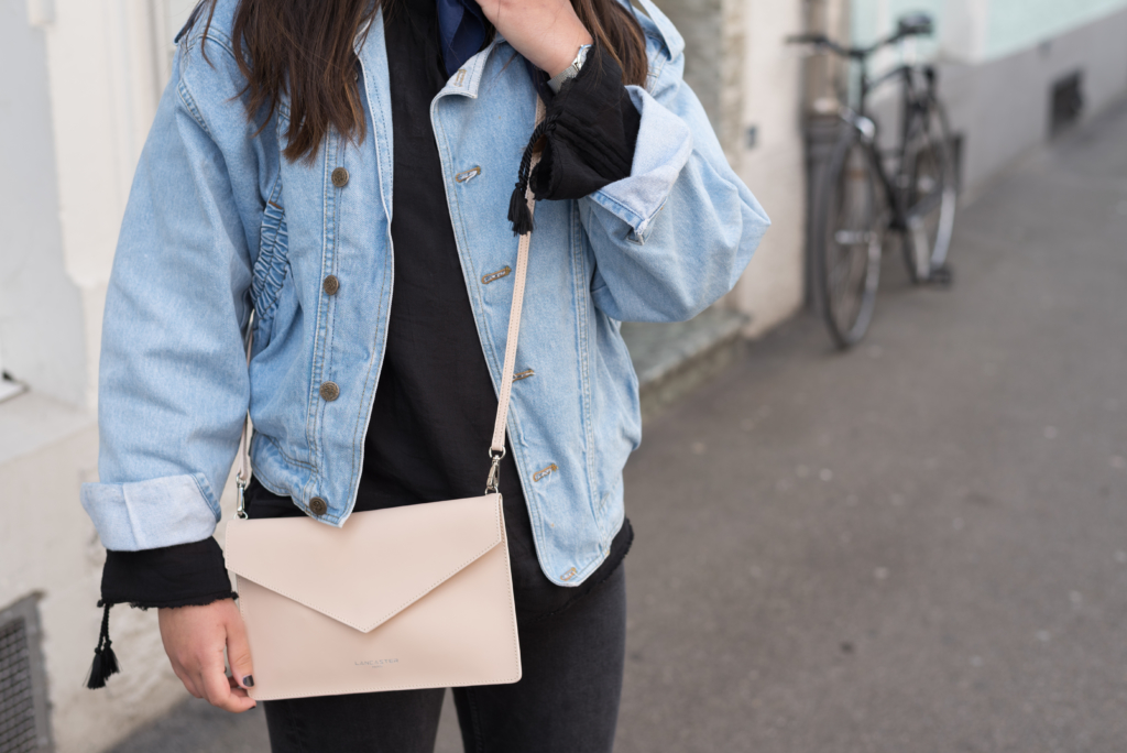 Details: a vintage jeans jacket, a blue bandana, a Calvin Klein watch, a And Other Stories top and a Lancaster clutch