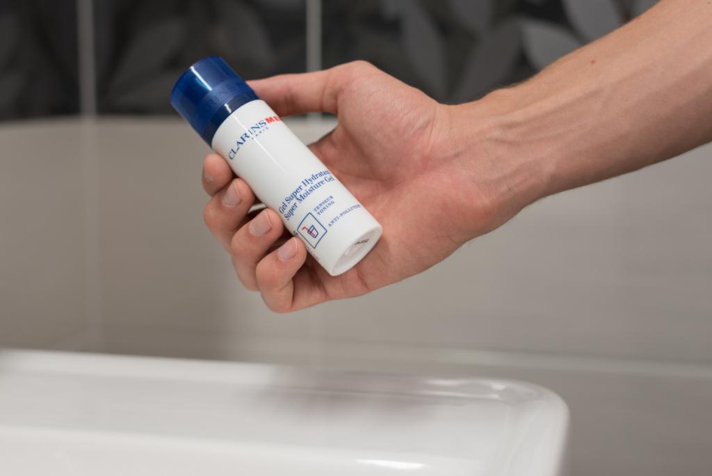 Nicolas presenting a super moisture gel from Clarins Men