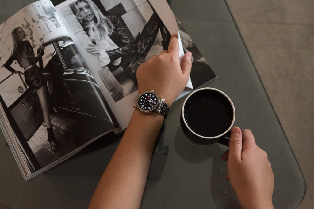 Details: a smartwatch by Michael Kors, a cup of tea and a fashion magazine