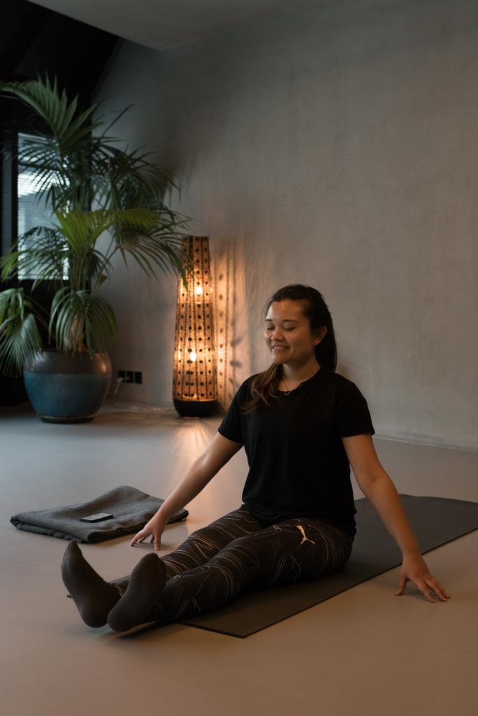 Claire Ketterer practising floor barre