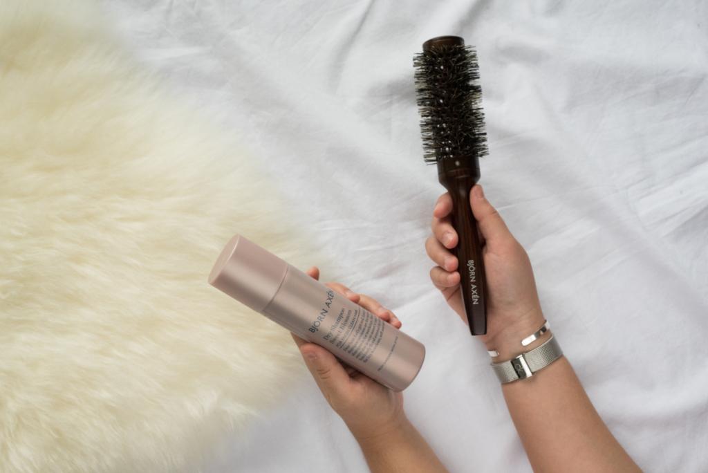 Dry shampoo and hair brush by Björn Axén
