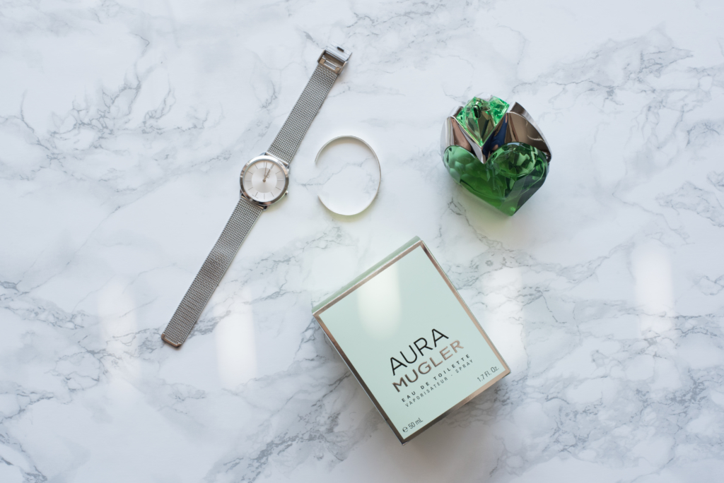 Flatlay including the latest Mugler women's scent: the Eau de toilette version of Aura