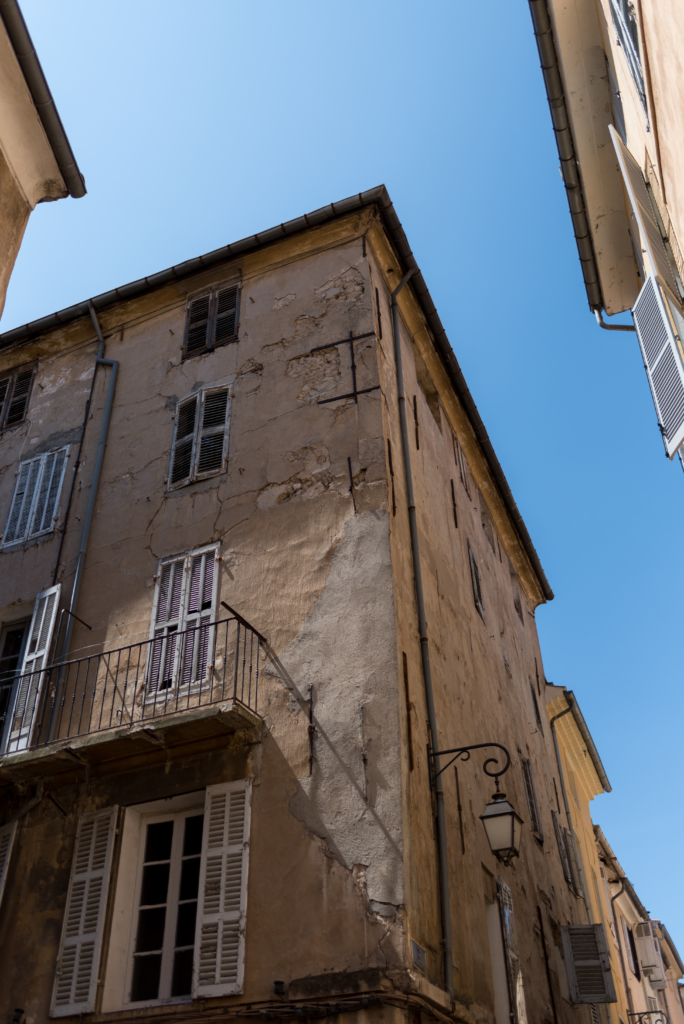Charming architecture in Aix-en-Provence