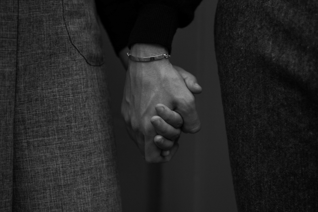 Claire Ketterer & Nicolas Moser holding hands