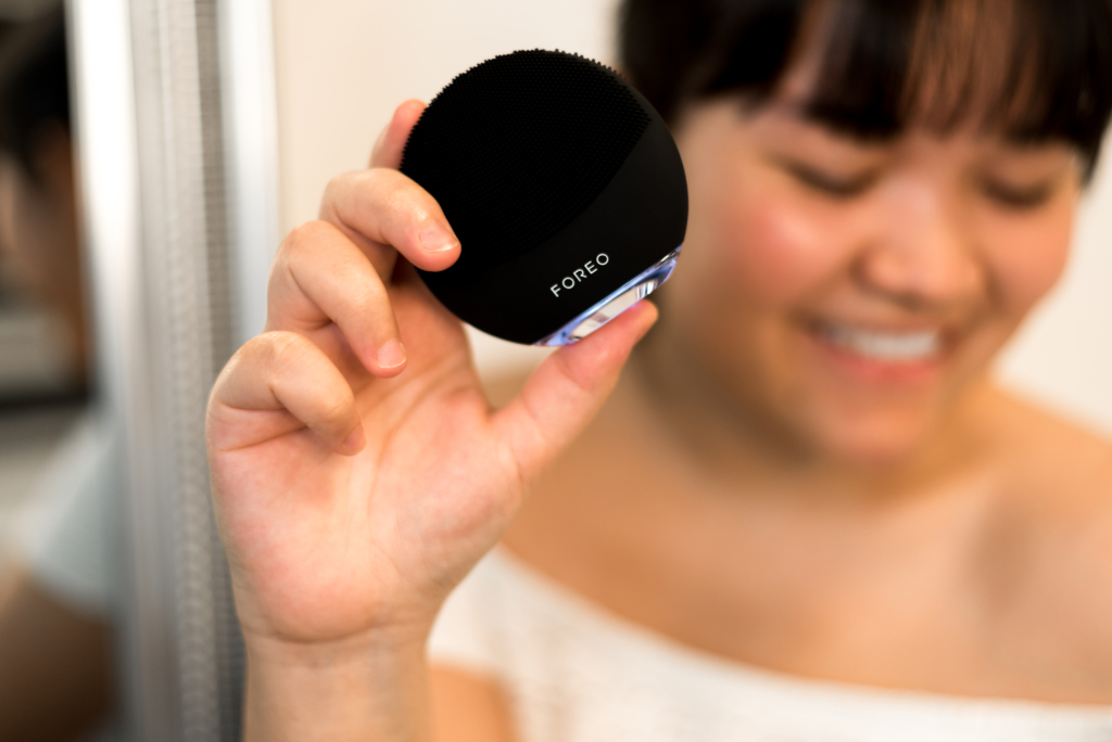 Claire holding the LUNA 3 mini by FOREO