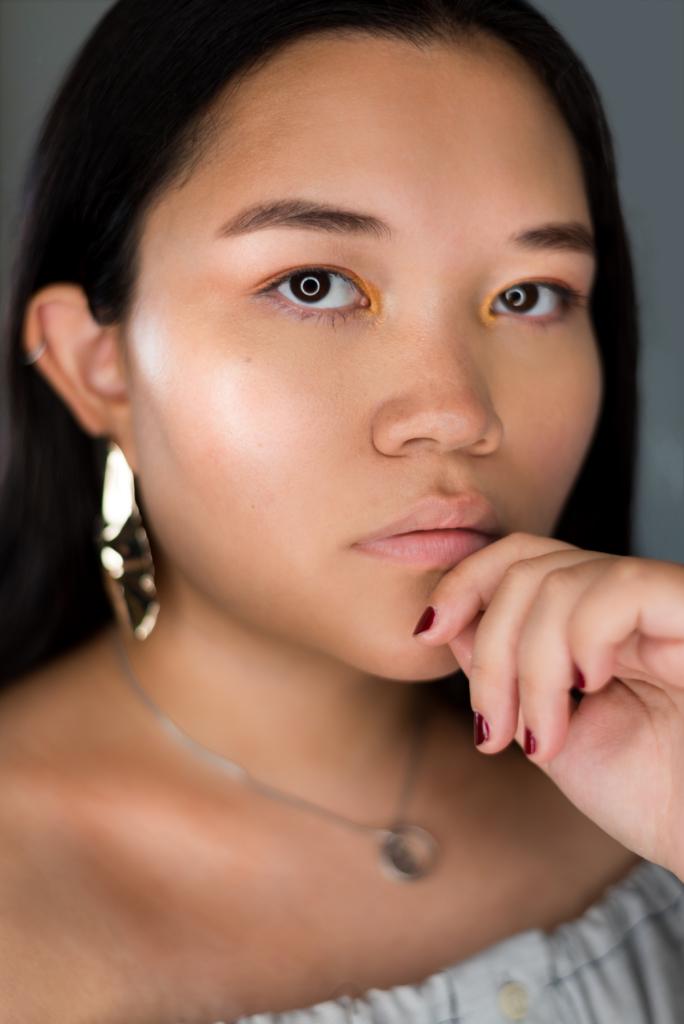 Claire wearing L'Oréal Color Queen eyeshadow